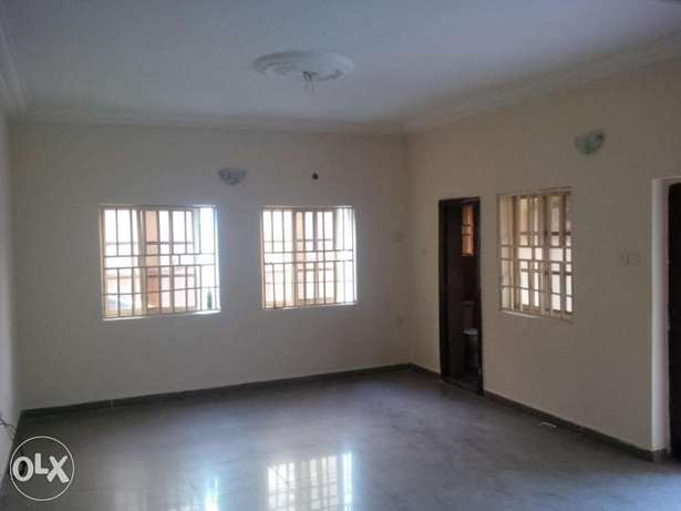 Lovely Three bedrooms For Rent Gwarinpa Estate - image 1