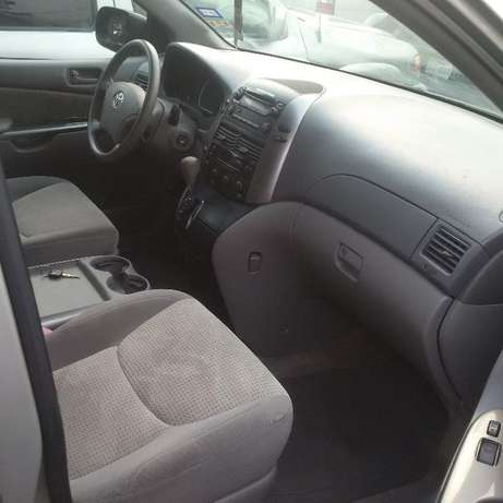 Toyota Sienna 2007 LE. Direct tokunbo Apapa - image 3