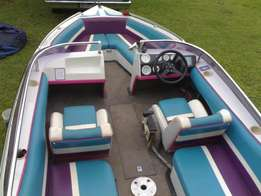 Miami Sport speed boat, been set up for wake boarding and Salom skiing