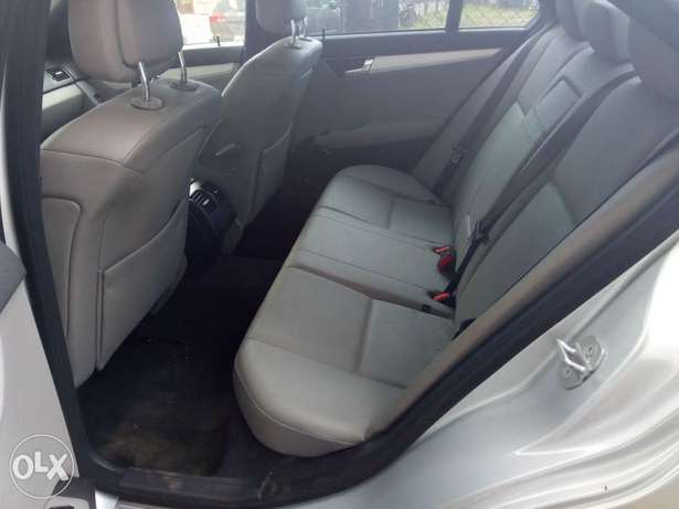 Pristine Tokunbo 2008 Mercedes Benz C-300 4matic (Lagos cleared) Surulere - image 4