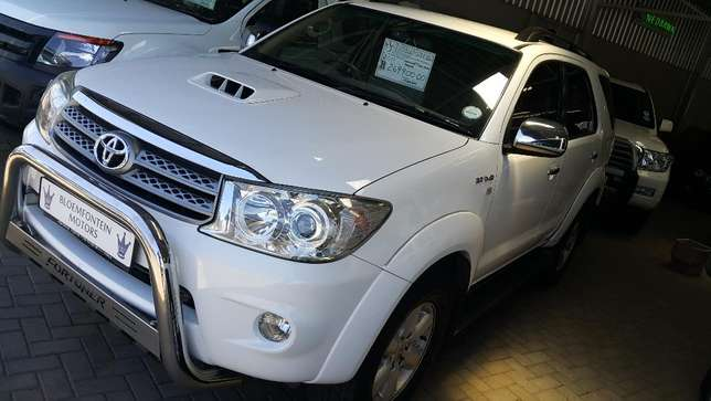 **2011 Toyota Fortuner 3.0 D4D Auto 4x2 available** Priced right* Bloemfontein - image 1