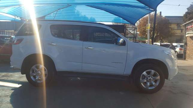 Chevrolet Trailblazer 2015 2.8LTZ Automatic very clean low millage Jeppestown - image 3