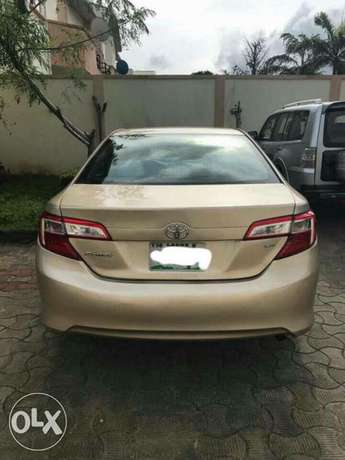 very clean few months used Toyota Camry 2013 leather with full option Apapa - image 2