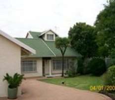 1Large Bedroom . Edleen Kempton park. Afr and Eng please