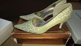 Green pointed heels size 3
