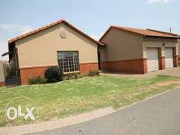 Safe and secure Townhouse to rent in Reyno Ridge witbank