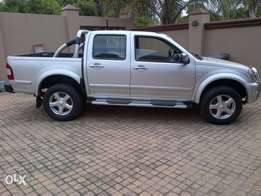 2005 isuzu 350 v6.. excellent cond.. get in and go. papers in order