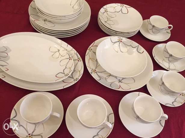 Dinner set for sale.