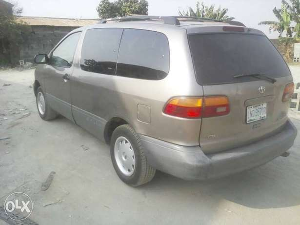 Super Clean First Body Toyota Sienna 2000 model Alakuko - image 1