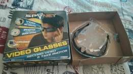 Spy glasses can take photos and video's .