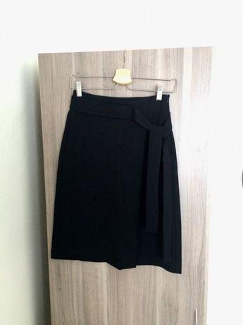 Spódnica z rozcięciem i zipem z tyłu czarna   Szoknya