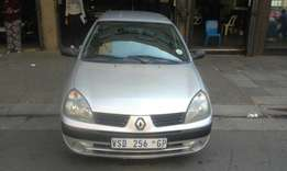 Renault Clio 1.4 silver in color 2007 model 142000km R46000