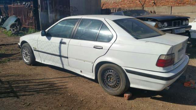 Bmw E36 stripping for spares and parts for sale Pretoria West - image 4