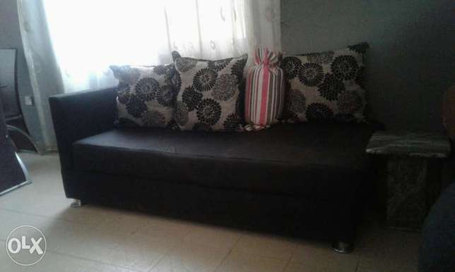 Settee for sale.(2) Gwarinpa Estate - image 2