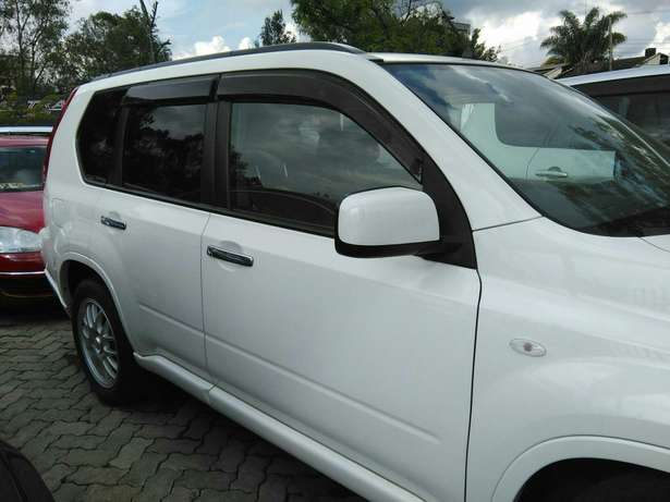 2009 x-trail purl white,a (axis Autech)with leather seats.2000cc. Lavington - image 5