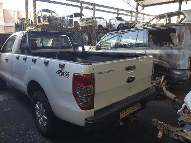 Ford Ranger 3.2 4x4 T6 2015 S/cab breaking for PARTS!!! Johannesburg - image 2