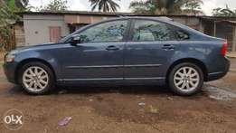 A neatly used volvo S40 2.4l saloon car needs a new home
