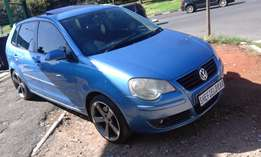 Excellent condition 2006 Blue VW Polo 2.0 with a sunroof for sale