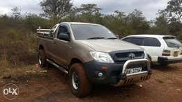 Toyota hilux local manual diesel very clean 4wd