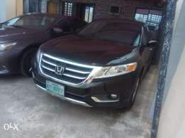 Extrememly clean honda crosstour 2013 model first body