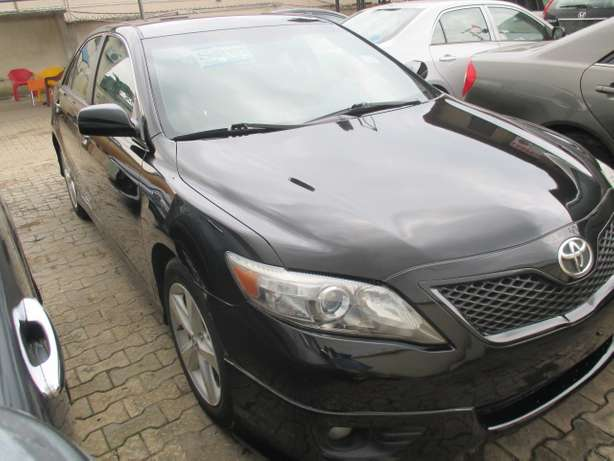 Very Clean 010 Toyota Camry,Tokunbo Lagos Mainland - image 2