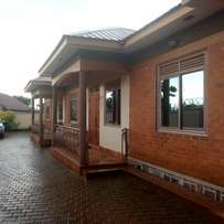 Two bedroom house for rent in kyaliwajara at 420k