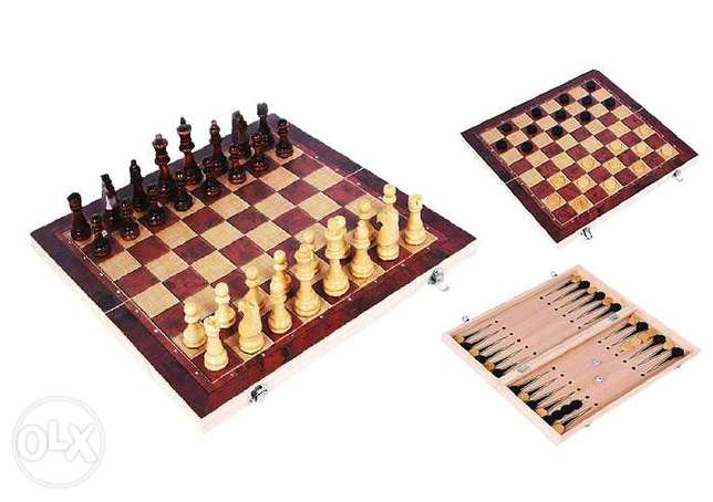 Brand New Wooden 3 in 1 Chess/ Checkers/ Backgammon Table