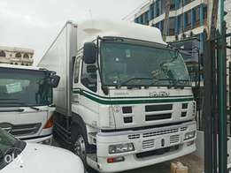 Closed body Isuzu Giga 15 to 20 tonnes Manual Diesel