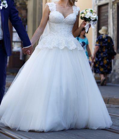 Весільне плаття  4 500 грн. - Весільні сукні Львів на Olx 4811f03bb5ea9