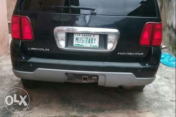 Clean Lincoln Navigator 2003 black Lagos Mainland - image 1