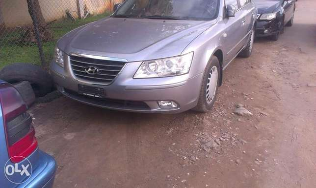 Buy and drive clean sparkling Hyundai Isolo - image 1