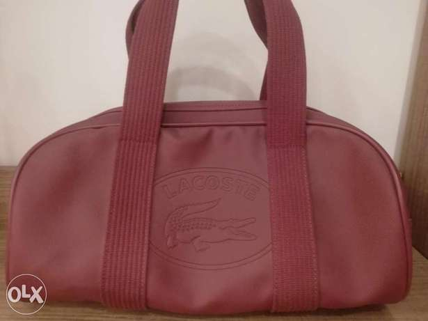 Maroon lacoste duffle bag 9/10 condition steal