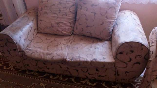 Brown 2 seater sofa Kariobangi South - image 2