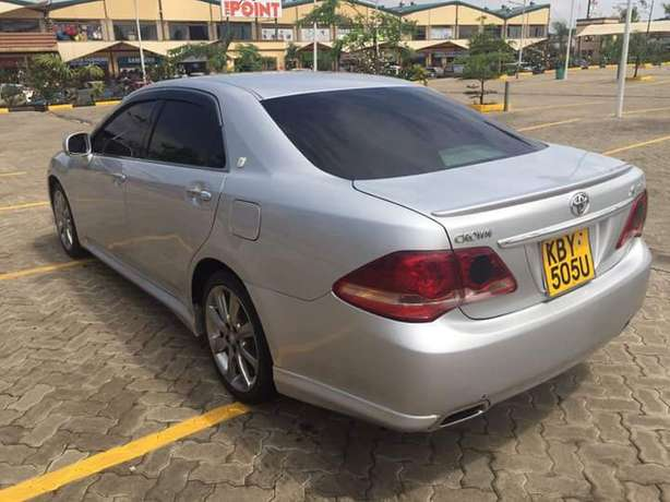 Toyota Crown Athlete In Excellent condition Nairobi West - image 3