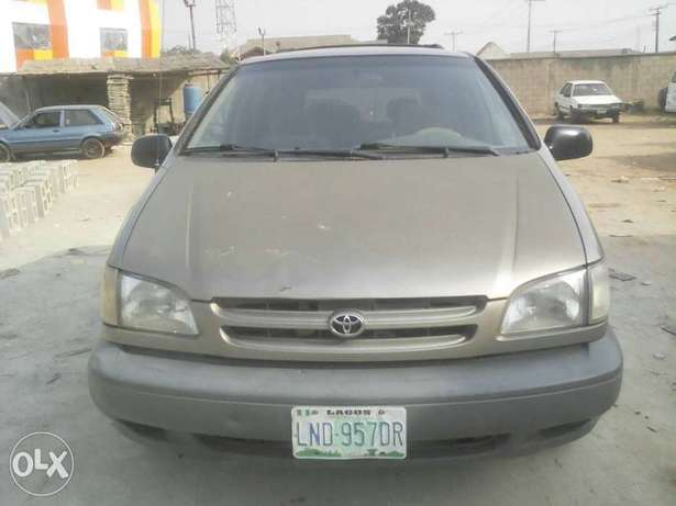 Super Clean First Body Toyota Sienna 2000 model Alakuko - image 4