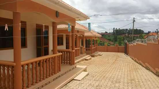 Charming two bedrooms for cheap rent in Kyaliwajjala Wakiso - image 2