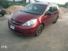 Buy n Drive Toyota Sienna 2004 at 1.5m