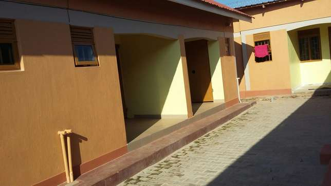 Full self contained house for rent 2 Rooms in munyonyo Kampala Kampala - image 1