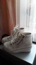 681176e623fe34 Снікерси - Жіноче взуття - OLX.ua - сторінка 6