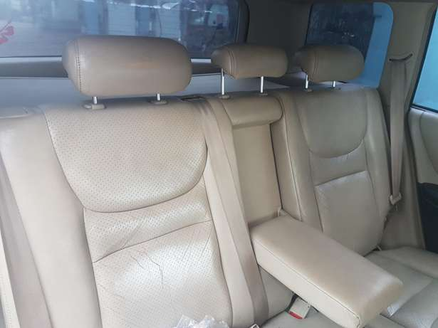 Very clean Toyota highlander 2004 model, first body. Agege - image 8