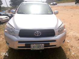 Excellent Toyota Rav 4 jeep 2010