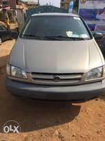 Toyota Sienna 2000 for sale very clean