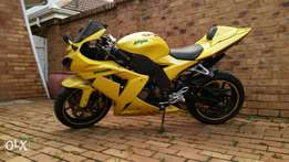 KAWASAKI NINJA ZX10R 2005 for sale R52000. Neg.