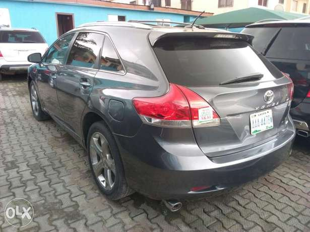 ADORABLE MOTORS: An extremely clean, fairly used 010 Toyota Venza Lagos Mainland - image 3
