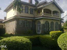 new kitisuru estate 4 b/r morden town house on 1/2 acre 200k