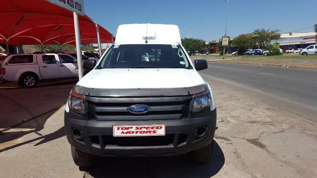 Ford Ranger 2.5i xl hi-trail petrol Vereeniging - image 8