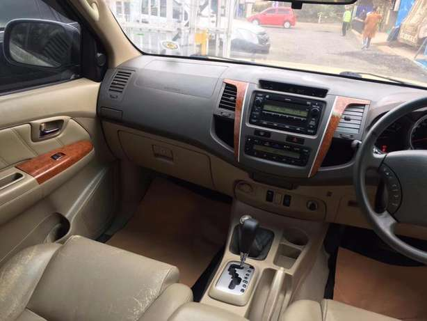 Toyota Fortuner 2004 For Quick Sale Asking Price 2,100,000/= o.n.o Lavington - image 3