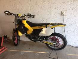Suzuki RM 125 2stroke and bike trailer