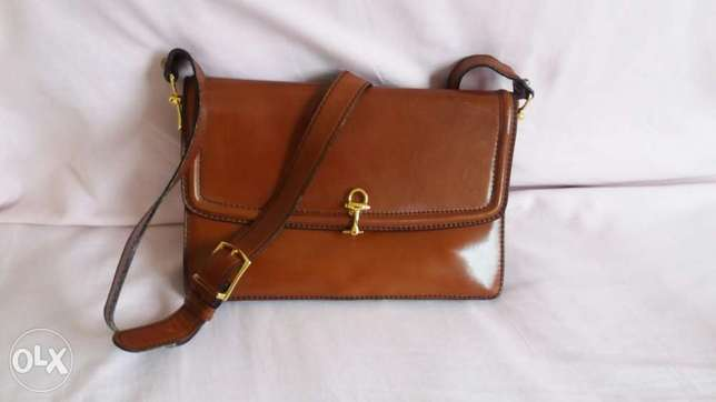 Handbag in leather color brown