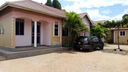 Two bedroom house for rent in najjera at 300k